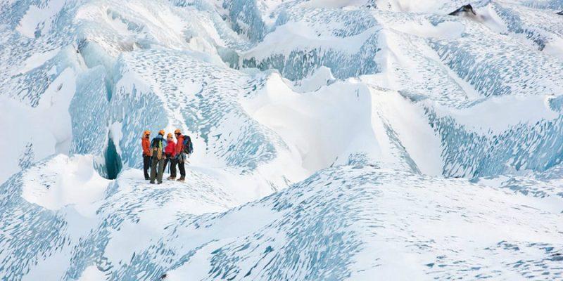 IJsland-begeleide-gletsjerwandeling-©-Mountain Guides