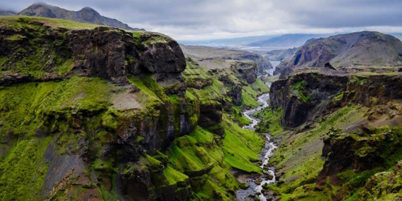 Thorsmork bergen canyon en rivier nabij Skogar in IJsland