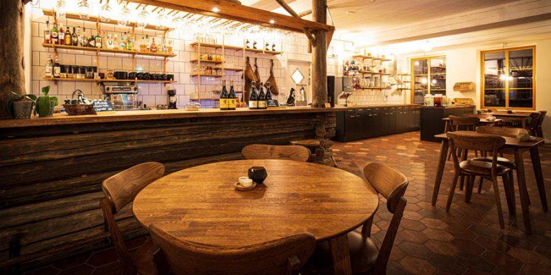 Restaurant-van-de-Arctic-River-Lodge