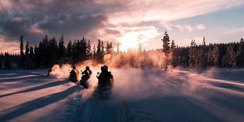 Met de sneeuwscooter door winter wonderland