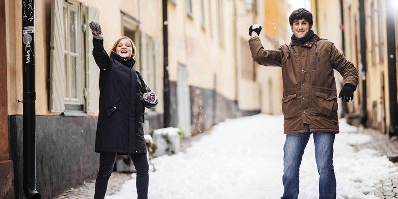 Sneeuwballen-gooien-in-Zweden