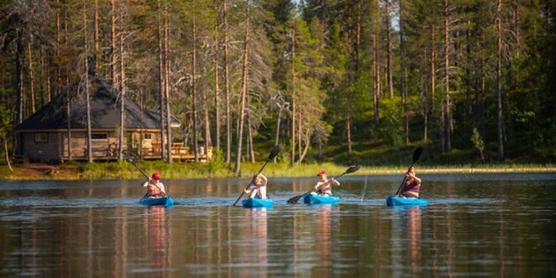 kajakken bij de Pinetree Lodge in Zweeds Lapland - Verblijf in een lodge met Nordic