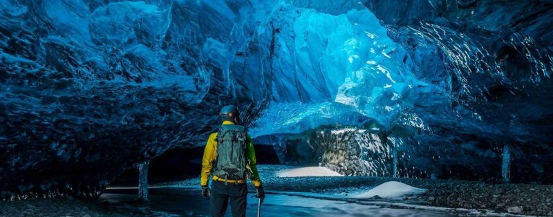 Ijsgrotten-in-IJsland-naar-IJsland-in-de-winter-met-Nordi