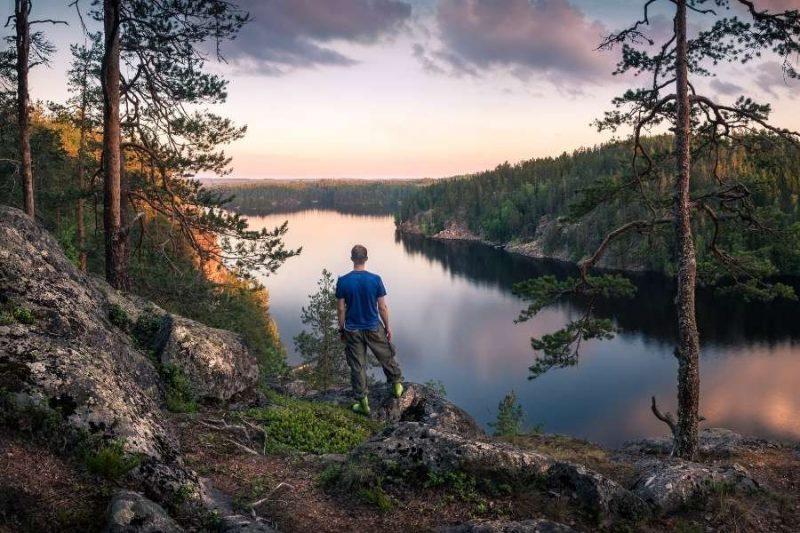 Finland wandeling rond de bossen en meren in Mantyharju Nordic