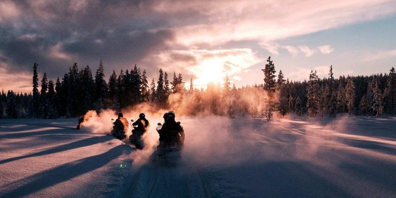 Met de sneeuwscooter rijden in Lapland tijdens de winter met Nordic