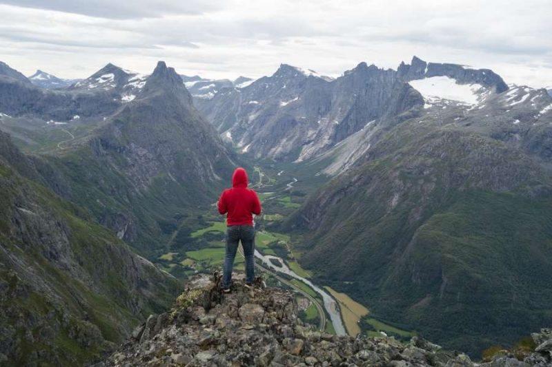 Uitzicht op de Romsdalseggen Ridge in Noorwegen met Nordic
