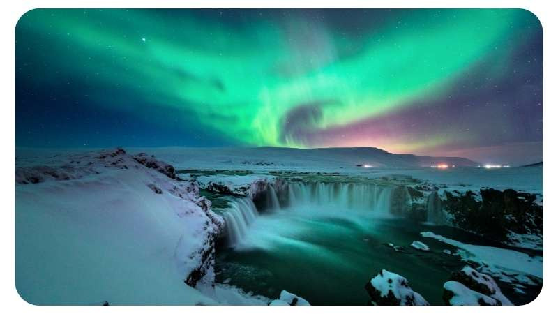 Noorderlicht in IJsland bij de watrevallen van Godafoss Nordic