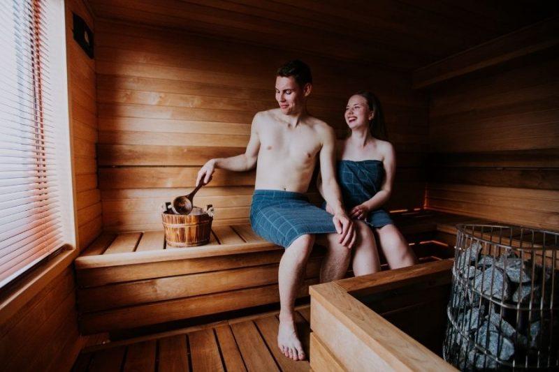 Koppel in de sauna