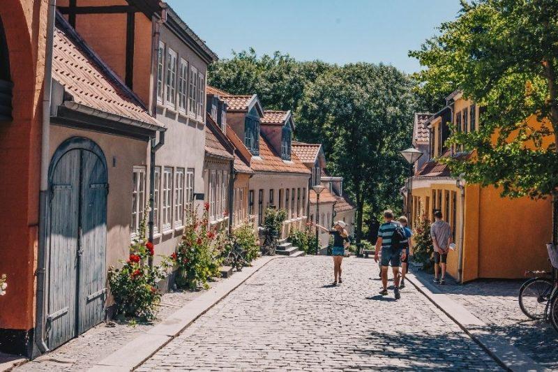 Wandeling in Odense Paaskestraede Copyright VisitOdense Nordic