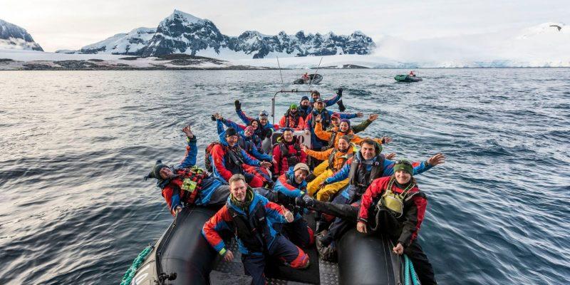 Het-expeditieteam-Damoy-Point-op-exploratiereis-met-Nordic-©Karsten-Bidstrup-Hurtigruten