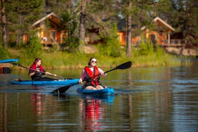 Kajakken-bij-de-Pinetree-Lodge-naar-Lapland-met-Nordic-800x533