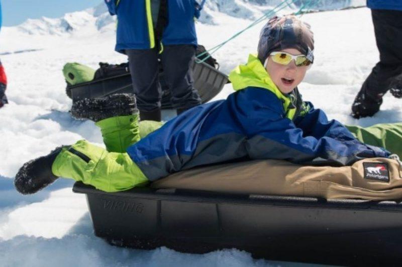 Plezier-voor-jong-en-oud-Met-kinderen-op-exploratiereis-met-Nordic-©Hurtigruten