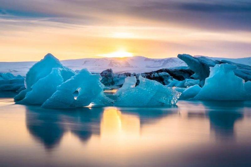 Prachtige-ijsbergen-op-reis-naar-IJsland-met-Nordic