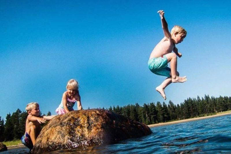 Waterpret-in-Zweden-naar-Zweden-met-het-hele-gezin-met-Nordic-©Ted-Logardt-800x533