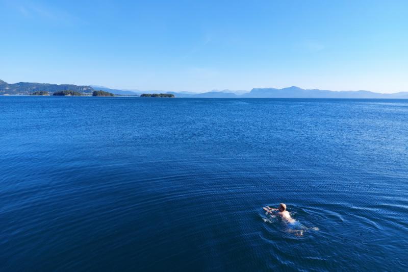 Zwemmen in de fjord bij Solstrand Hotel & Bad