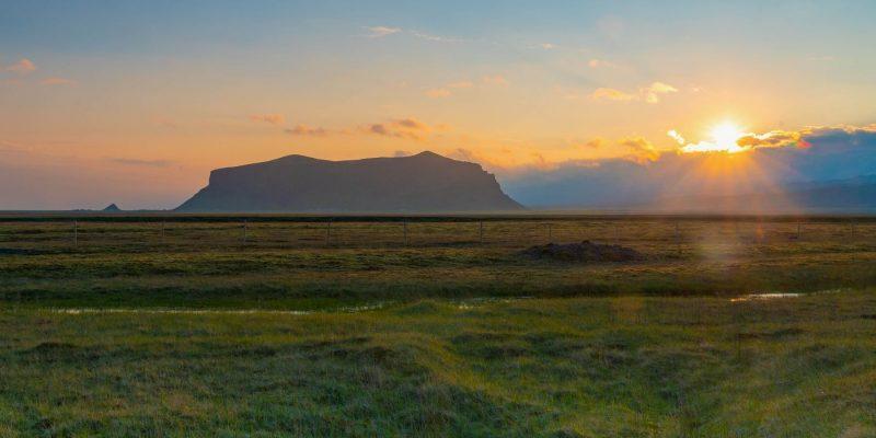 Zonsondergang-op-IJsland-naar-IJsland-met-Nordic-©Benny-Petak